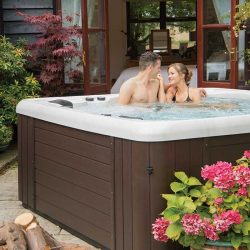 Oasis lifestyle Gallery, Couple in Spa at Spa-Rite
